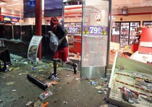 Ferguson-looters-620x348-620x435