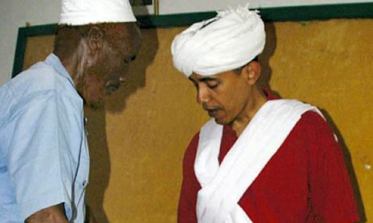 Barack Obama absolutely not dressing like a Muslim while in Kenya.